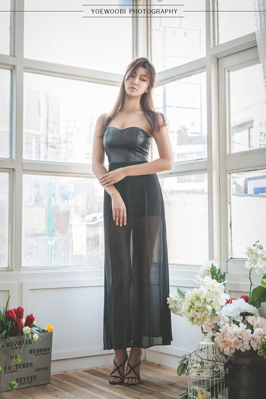 Korean model Ban Ji Hee long dress
