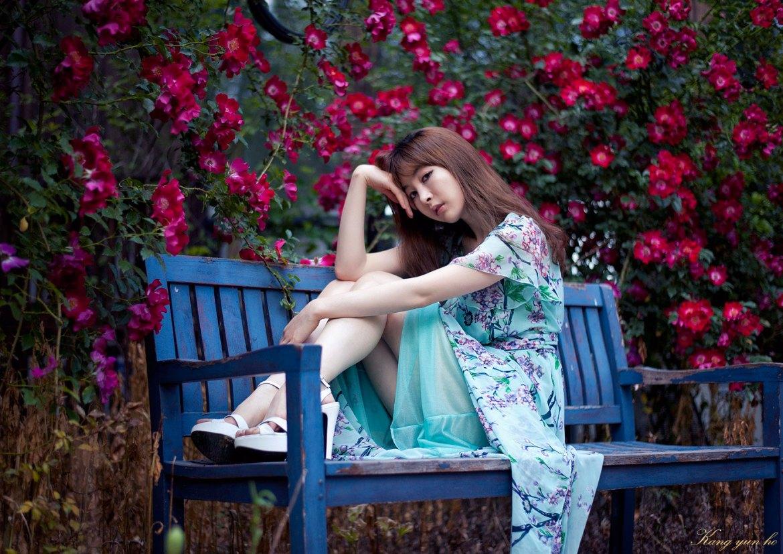 Korean model Lee Ga Na spring outdoor photoshoot
