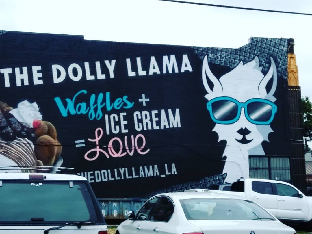 Dolly Llama mural in Los Angeles