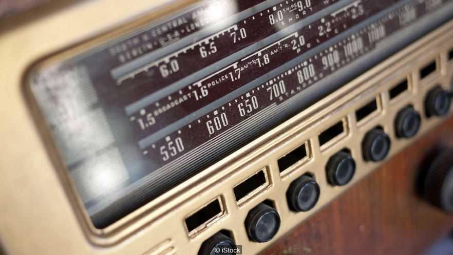 На частоту 4625 кГц, может настроиться любой человек во всем мире и прослушать по сей день.
