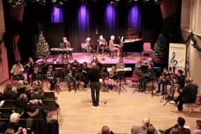 Der bliver altid ydet, mestret - samt lyttet, nydt og hygget her i Korsør Kulturhus hvor Slagelse musikskoles elever giver den årlige julekoncert.
