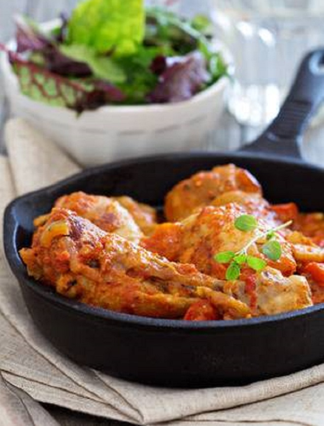 Spicy chicken in tomato sauce