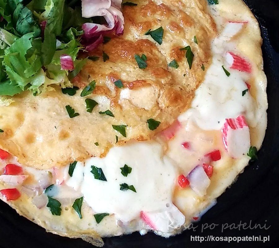 Omlet z surimi i mozzarellą