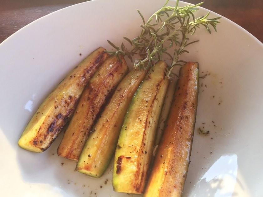 gebratene zucchini, veganes griechisches Rezept