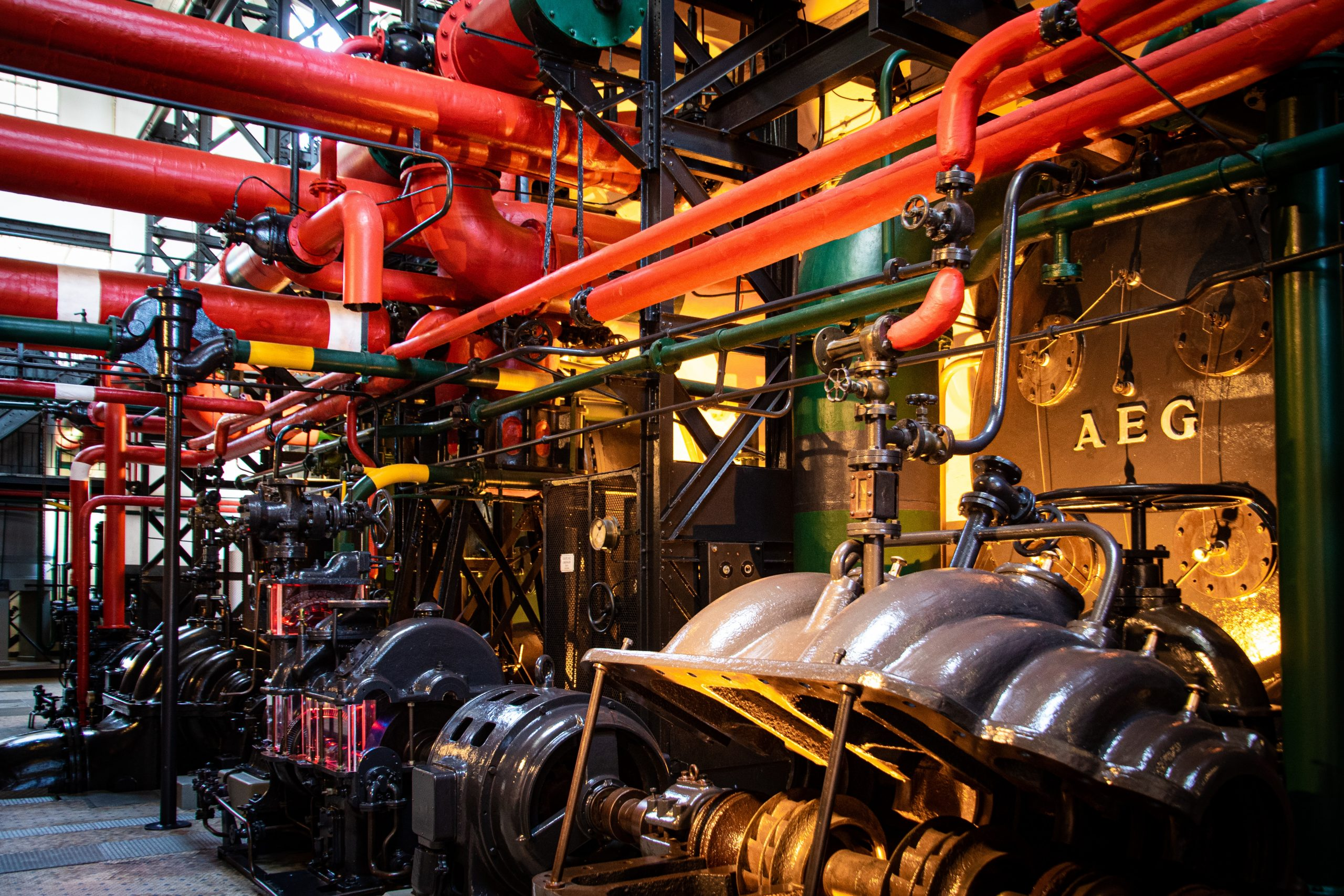 gray-and-red-industrial-machine-2569839