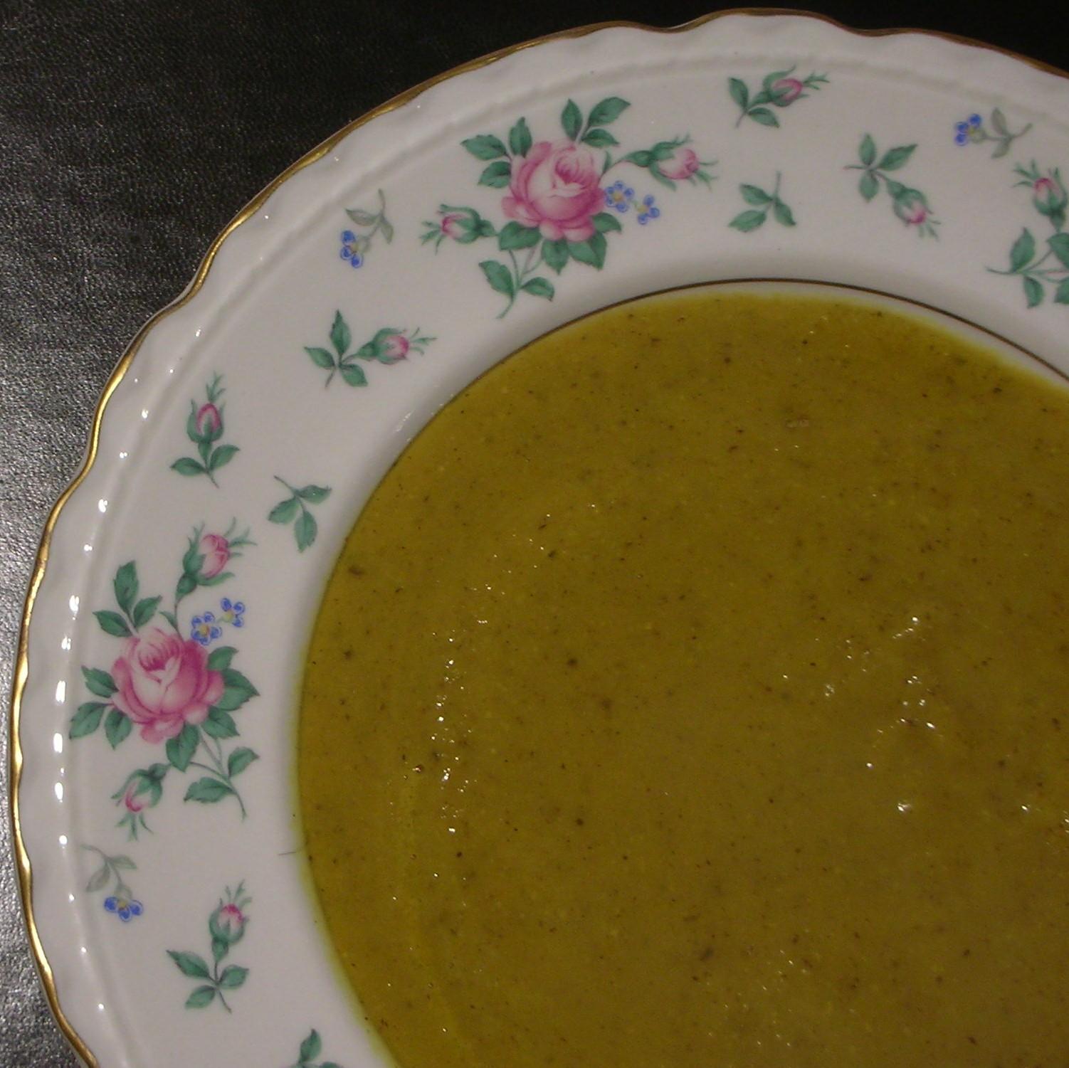 Cauliflower Soup with Turmeric and Hazelnuts/Soupe de Chou-Fleur, Curcuma, et Noisette
