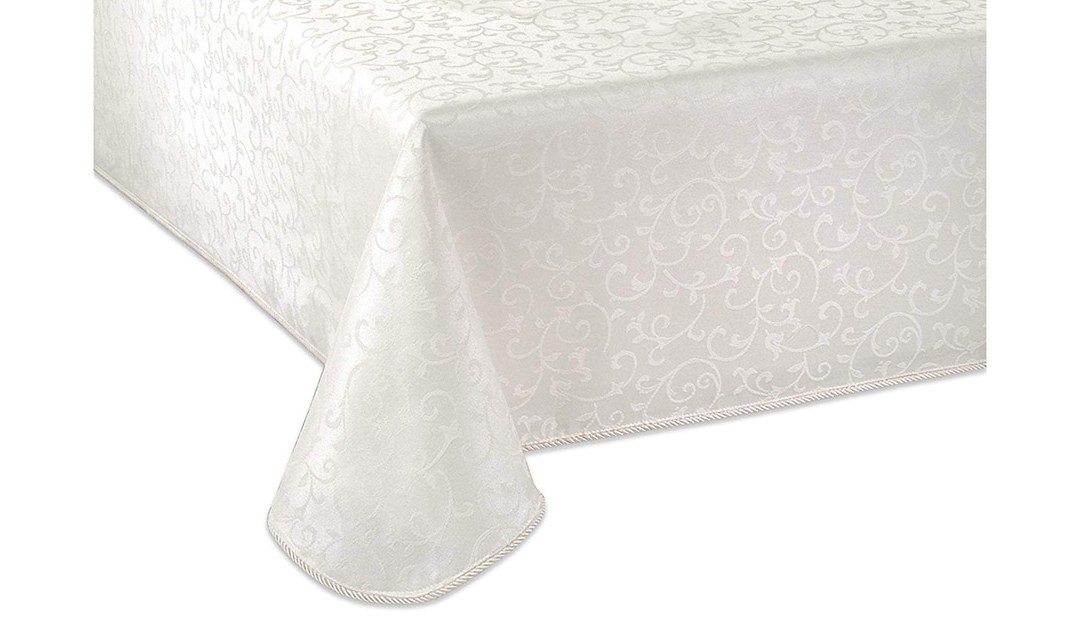 Amazon | GOOD DEAL: Lenox 60 x 102 Table Cloth