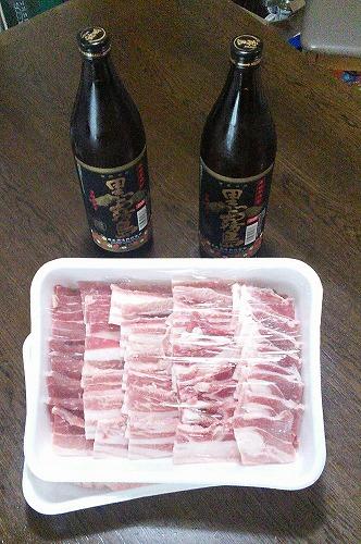 都城市産豚バラ肉と黒霧島900ml2本