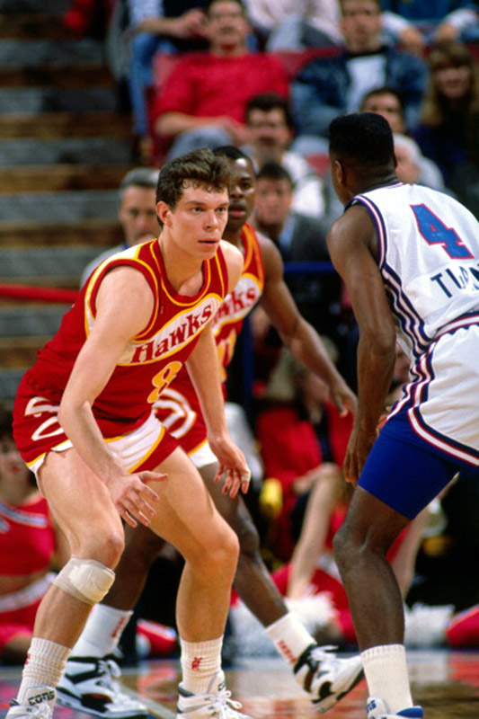 SACRAMENTO - JANUARY 16: Alexander Volkov #8 of the Atlanta Hawks defends against Henry Turner #4 of the Sacramento Kings on January 16, 1990 at Arco Arena in Sacramento, California. NOTE TO USER: User expressly acknowledges and agrees that, by downloading and/or using this photograph, user is consenting to the terms and conditions of the Getty Images License Agreement. Mandatory Copyright Notice: Copyright 1990 NBAE (Photo by Rocky Widner/NBAE via Getty Images)