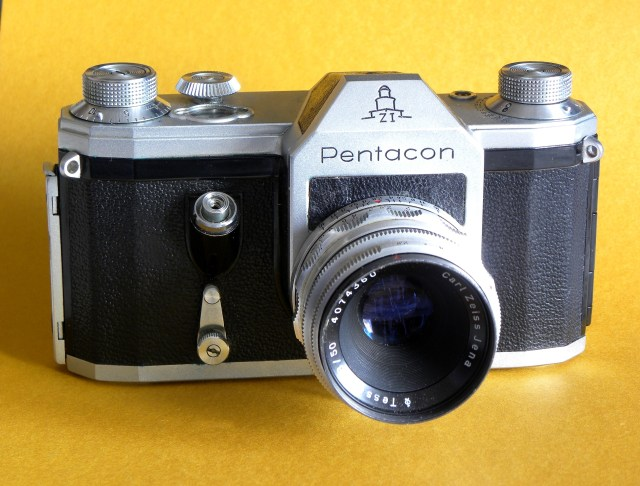 Pentacon F camera