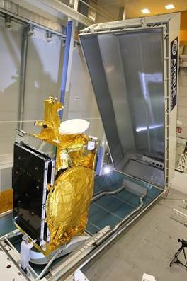 Wyładunek satelity Express AMU 1 / Credit: Airbus Defence and Space