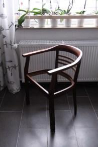 Stuhl mit Hartwach behandelt