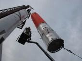Vesmírna kapsula Tycho Brahe sa na plošine Sputnik vyťahuje na vrchol rakety HEAT.