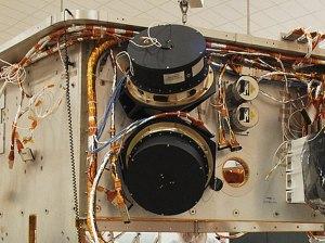 Dva zo štyroch zotrvačníkov ďalekohľadu Kepler.