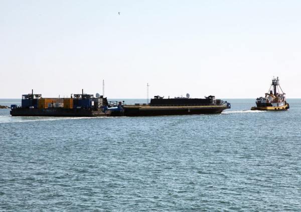 OCISLY opouští přístav.