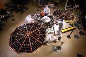 Příprava landeru InSight