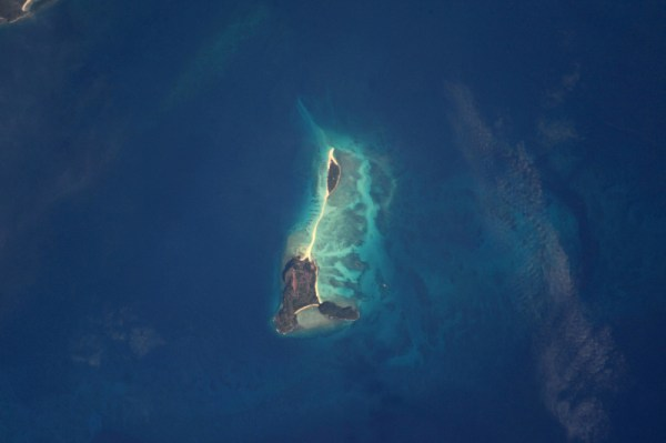 Nosy Iranja kousek od pobřeží Madagaskaru je domovem jedné ze tří nejkrásnějších pláží na světě. Dva malé ostrůvky jsou spojeny písčitým břehem neuvěřitelné čistoty, na který se dostanete pouze pěšky.