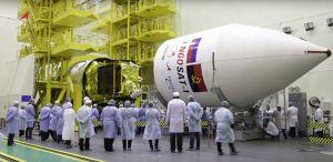 Instalace aerodynamického krytu na družici AngoSat 1
