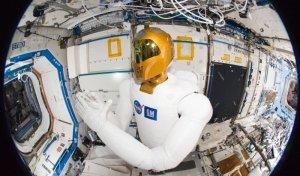 Robonaut 2 se naučil provádět jednoduché úkoly na ISS