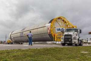 Převoz testovacího exempláře prvního stupně rakety Vulcan.