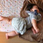 赤ちゃんが寝てる時に寝返りして起きる…こうして解決!