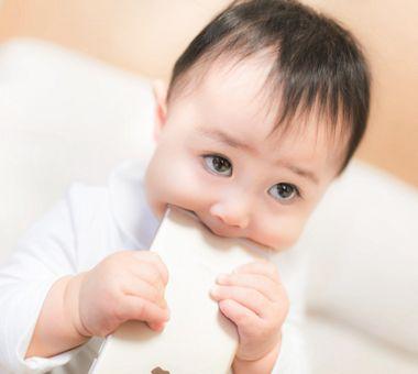 子どもの噛み癖・噛みつきの原因と対処法!1歳児~6歳児の乳幼児