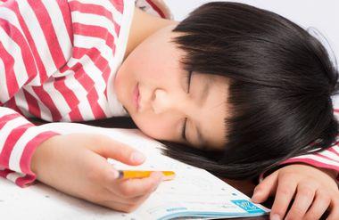 早寝早起きできない子供に習慣をつけさせるコツ7選!睡眠不足解消
