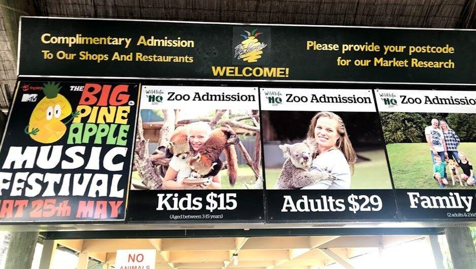 WILDLIFE HQ 内の動物園チケット売り場と金額が表示してある画像