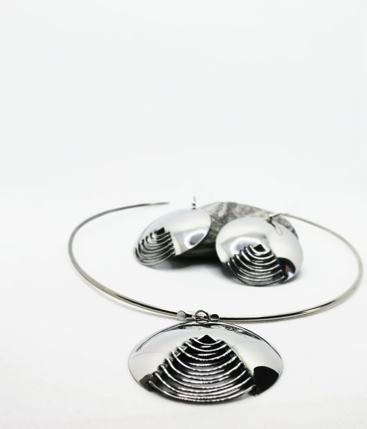 Minimalist Jewellery set in silver with necklace and earrings