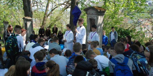 Križni put učenika i djelatnika na požeškoj Kalvariji