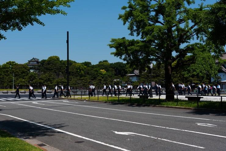 皇居前警察官の行列
