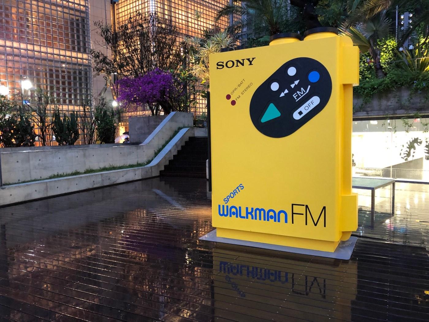 Ginza Sony Parkのウォークマンのオブジェ