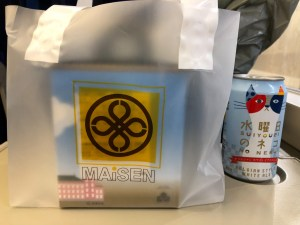 まい泉 東京駅丸の内駅舎三階建て弁当と水曜日のネコ