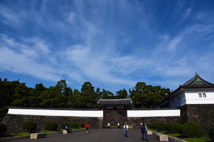 Photoshop for iPadで編集した桜田門の写真