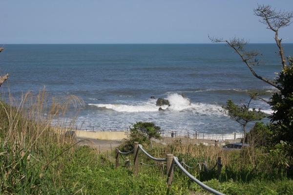 小道の先には海