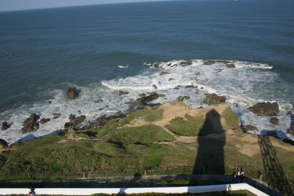灯台のシルエット