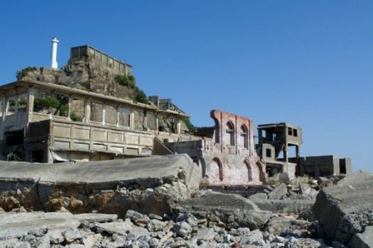 総合事務所と3号棟と肥前端島灯台