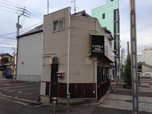 丸亀駅前の薄い建物