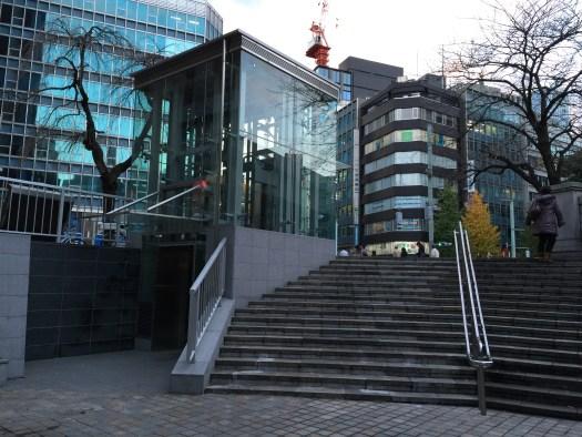日本橋近くの短いエレベーター