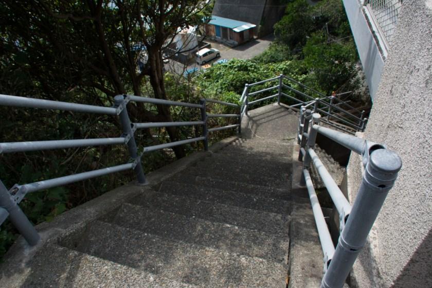 大沢バス停横の階段