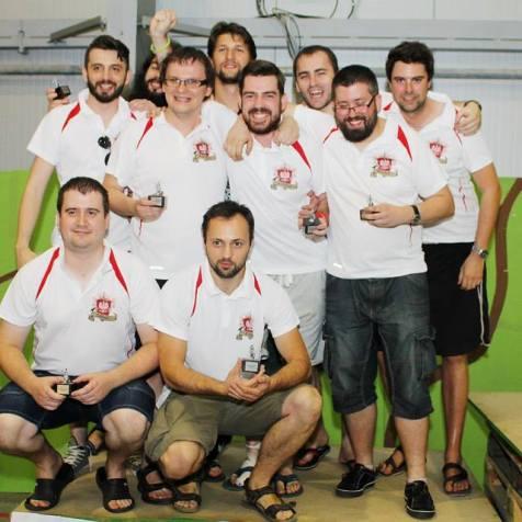 mistrzowie w koszulkach warhammer