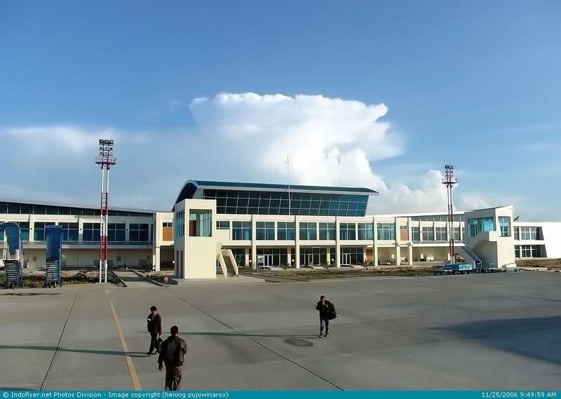 bandara wolter monginsidi kendari