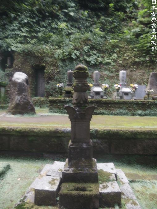 東慶寺 天秀尼の墓の隣の宝筐院塔