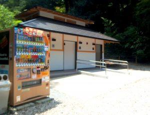 浄智寺駐車場の公衆トイレ