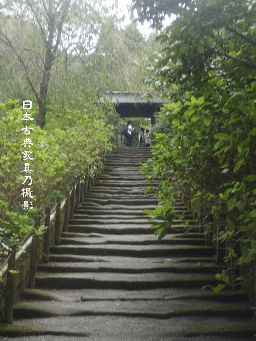 明月院 山門と山門の続く石段