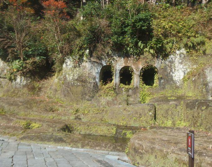 鎌倉歴史文化交流館 3個連続の穴
