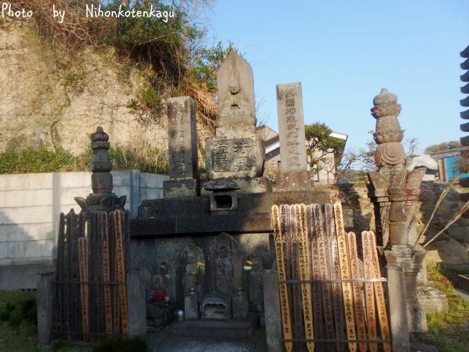 大宝寺 新羅三郎義光の墓
