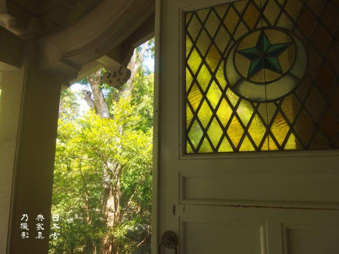 鎌倉国宝館 扉の星月夜のステンドグラス