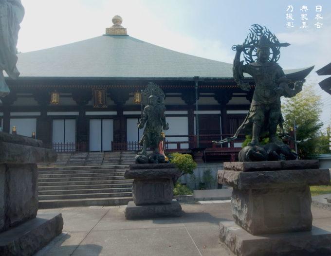 長勝寺 本堂前の四天王像
