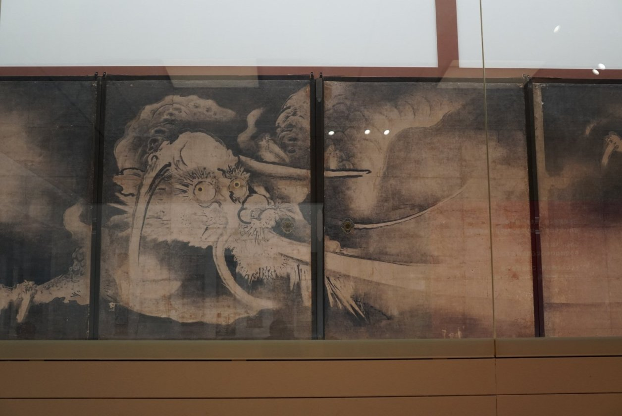 へそまがり日本美術展 海北友雪「雲竜図襖」